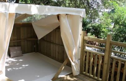 (c) Camping lodging du lac Logements insolites