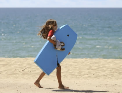 enfant-bodyboard-montalivet-medoc-atlantique