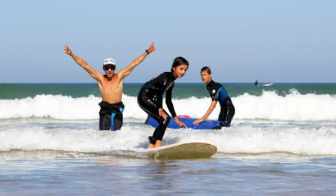 © Djé - 1 moment 1 image Cours et stage de surf pour les enfants