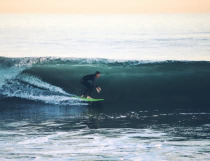 Surf à Médoc Atlantique - surfeur Lacanau