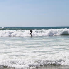 surfeur-lacanau-medoc-atlantique