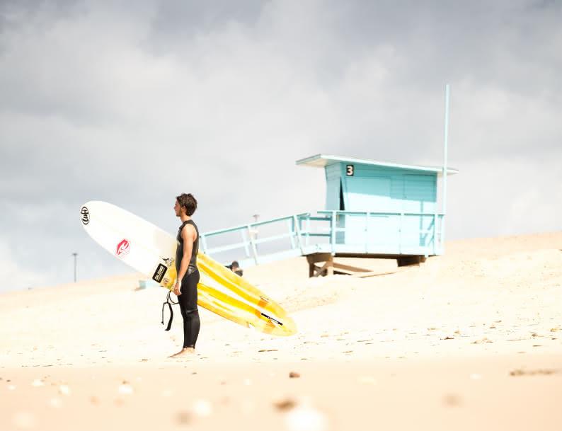 Surfeur - cabane de montalivet (c) Greg Bronard