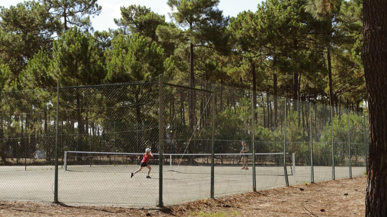tennis-cap-33-montalivet-medoc-atlantique-1