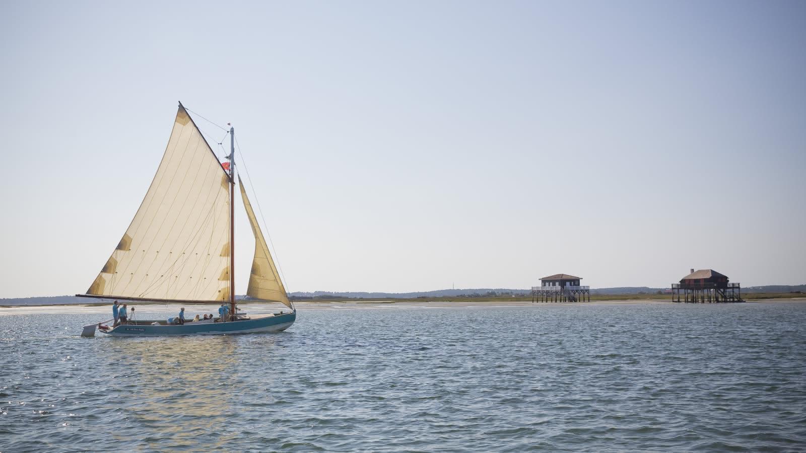 Balade en bateau pour voir les Cabanes Tchanquées - S. Cottereau