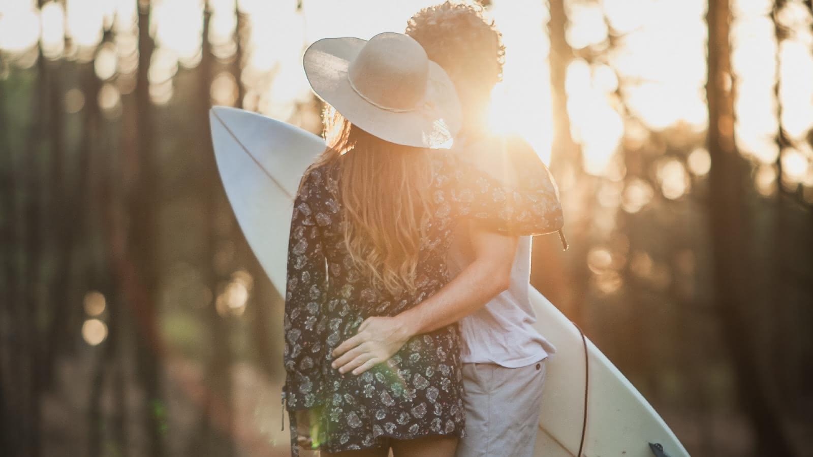 couple surf