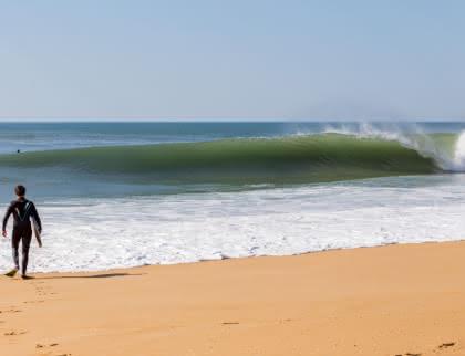 Surfer à Lacanau