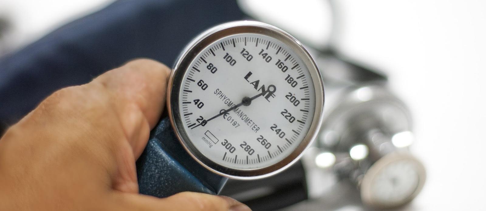 blood-pressure-monitor-3467664-1920-3
