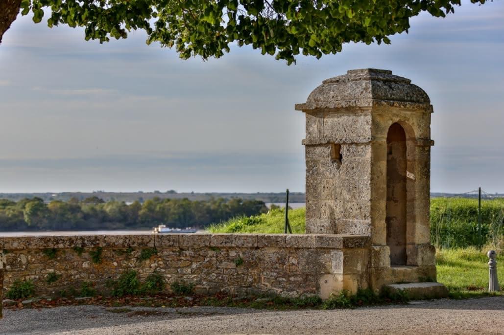 citadelle-Blaye-Unesco-place-d-armes-800x600
