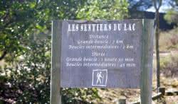 Panneau sentier du lac