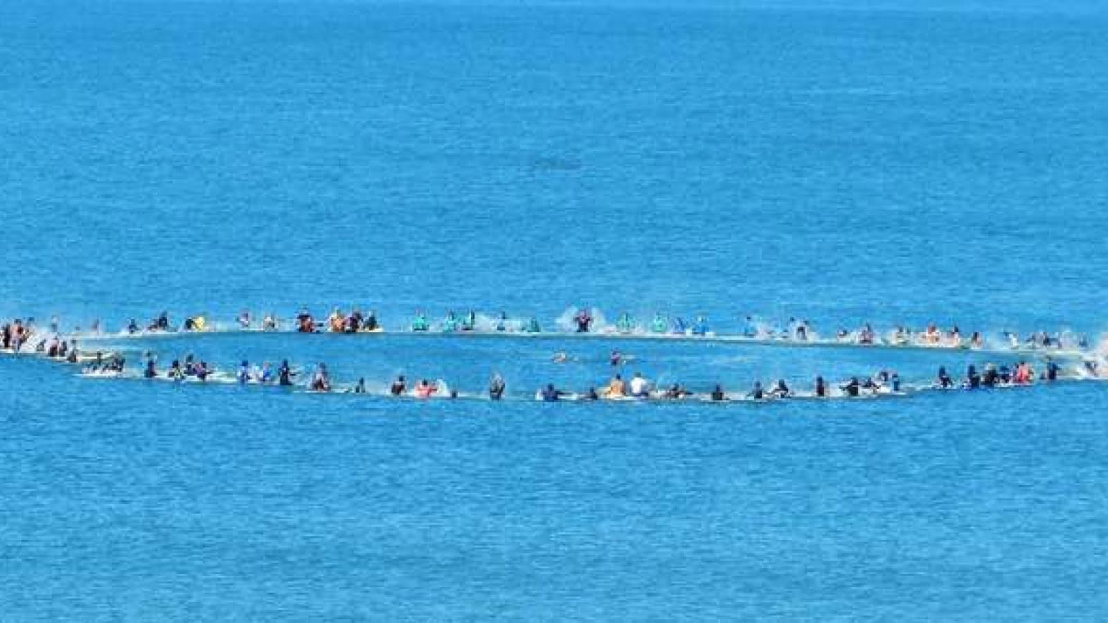 fete-hawaienne-avec-les-surfeurs-hourtinais-et-les-mns-du-poste-de-secours