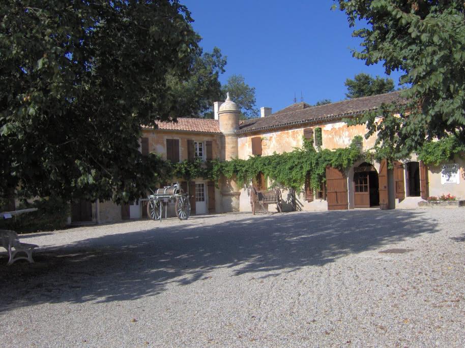 Chateau La Tour de By 1