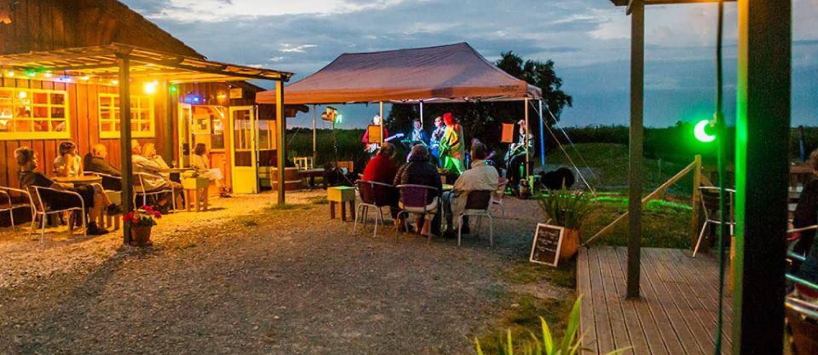 Le-Kayak-Cafe2-2