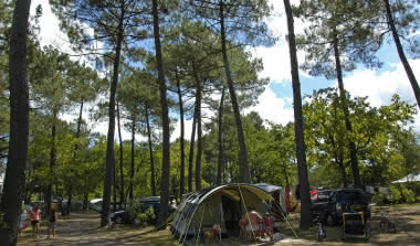 Emplacement Camping Les Ourmes 800x600